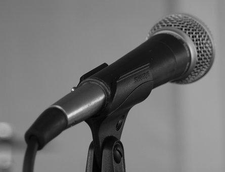 mic-1839157__340